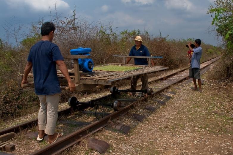 Bamboo Train – самодельная дрезина с бамбуковой платформой
