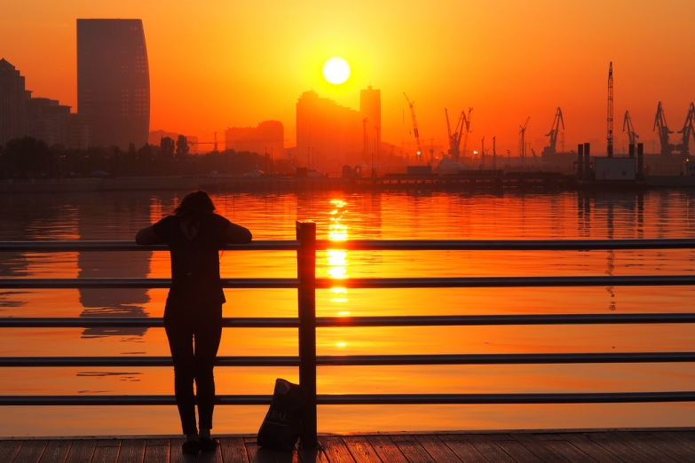 Солнечный закат в Баку