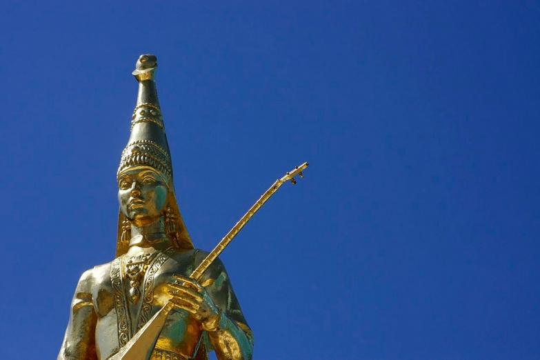 Монумент казахской женщине