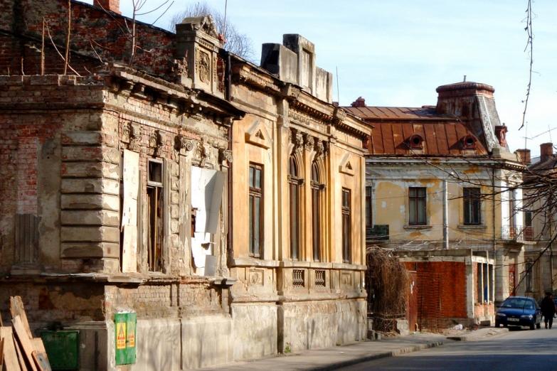 Брошенные старые дома в Бухаресте