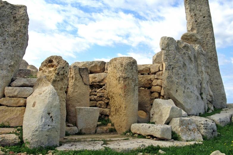Доисторический храмовый комплекс Хаджар-Ким