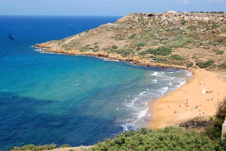 Пляж в бухте Рамла