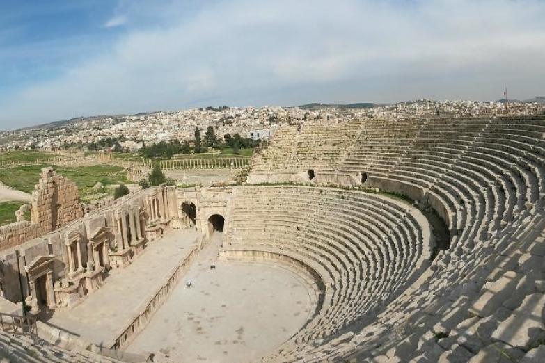 Руины амфитеатра в Джераше