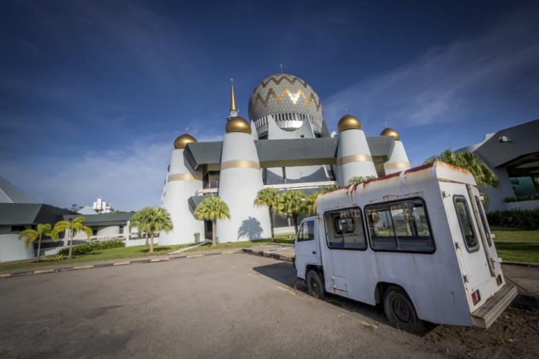 Мечеть штата Сабах в городе Кота-Кинабалу на Борнео