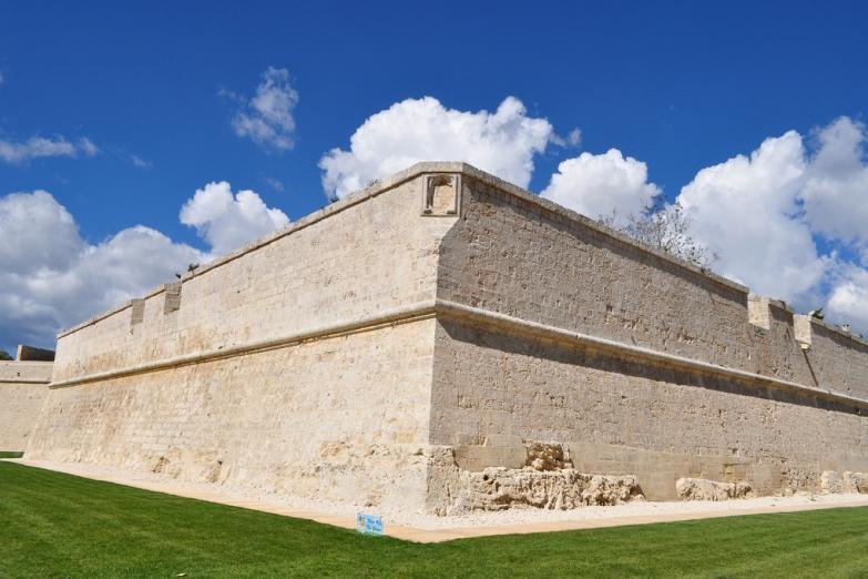 Восстановленные крепостные стены