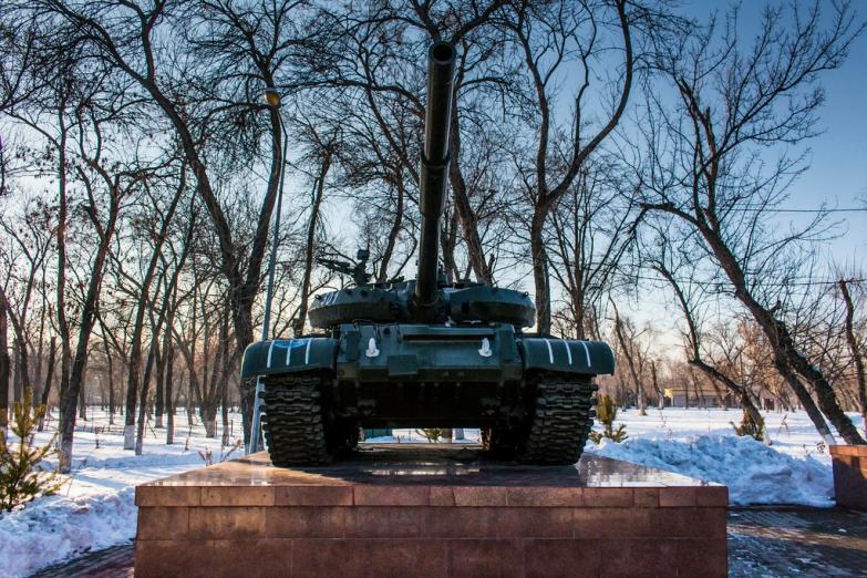 Танк-памятник в Шымкенте