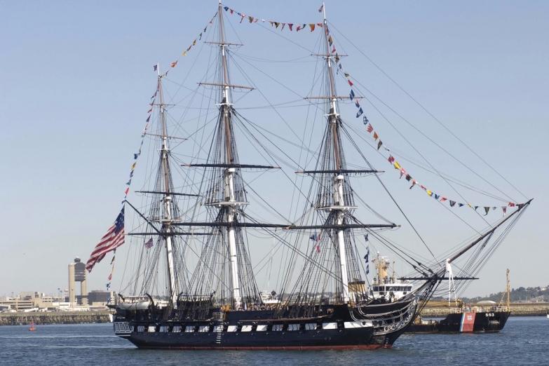 Корабль Constitution в Бостонской бухте