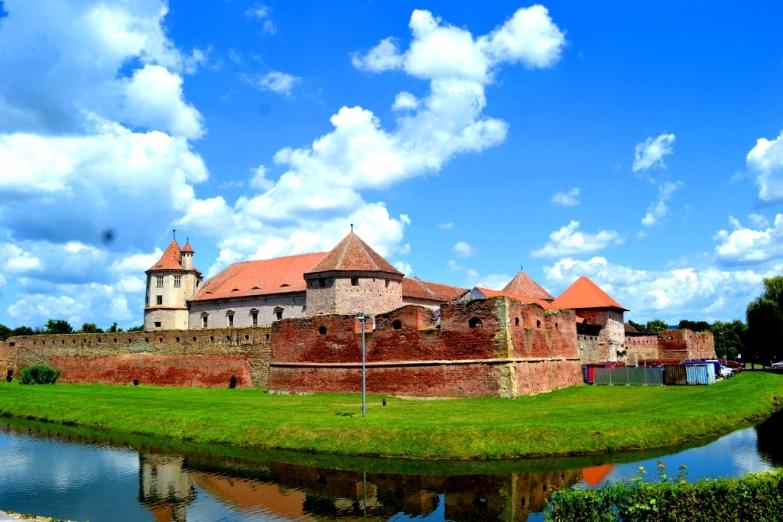 Старинный замок Фэгэраш