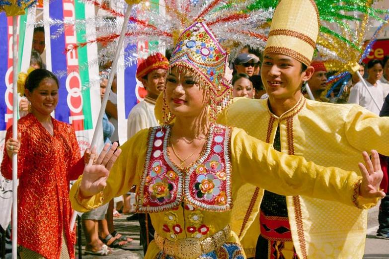 Традиционные танцы жителей Кучинга
