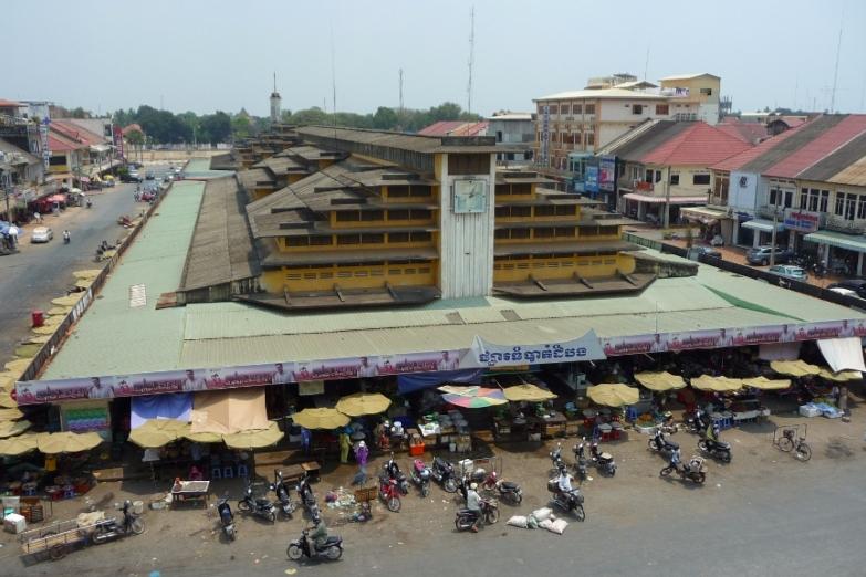Рынок Psar Nat построен в 1936 году теми же французскими архитекторами, которые строили рынки в Пномпене и Сайгоне