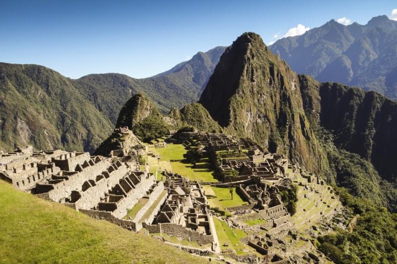 Вид на гору Уайна-Пикчу и руины Мачу-Пикчу
