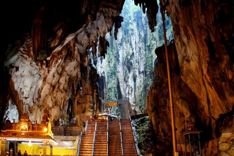 Храм Sri Subramaniam в пещерах Бату