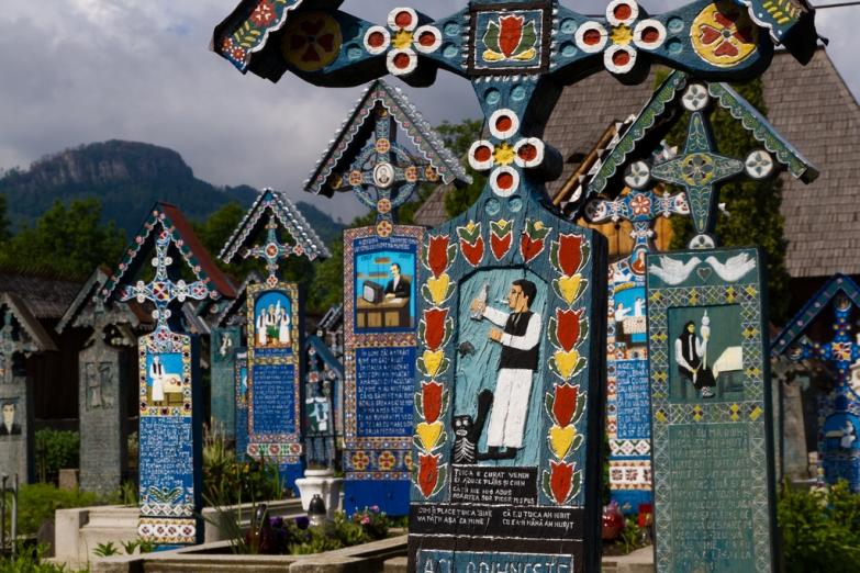 Кресты на могилах в Румынии