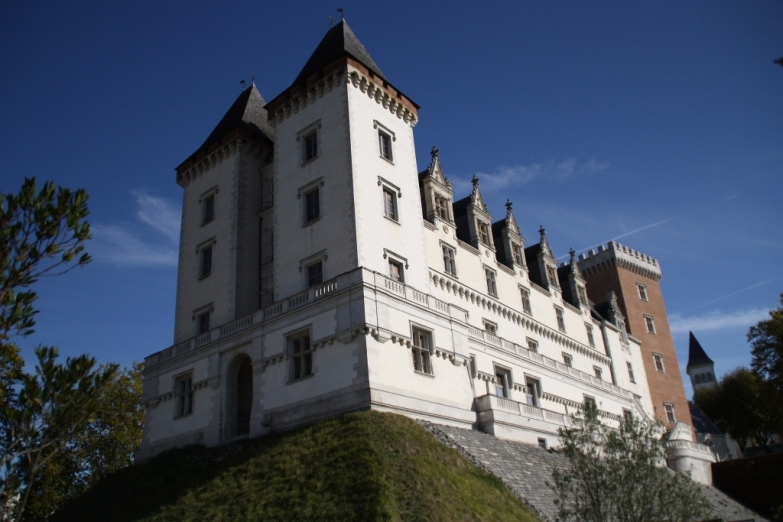 Замок По
