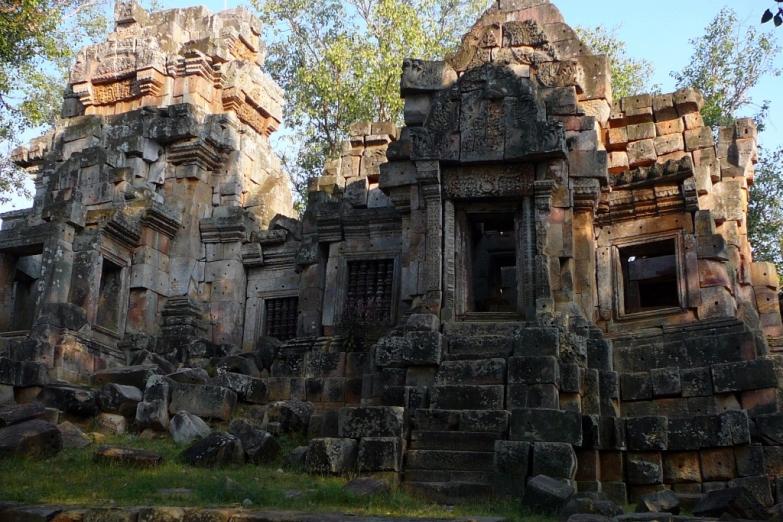 Wat Ek Phnom. Руины старого храма