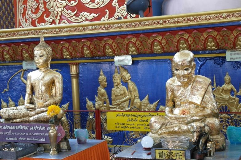 Скульптуры в храме Ват Чайямангкаларам