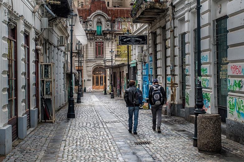 Графити на старых улочках Бухареста