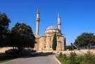 Мечеть с двумя минаретами в Баку