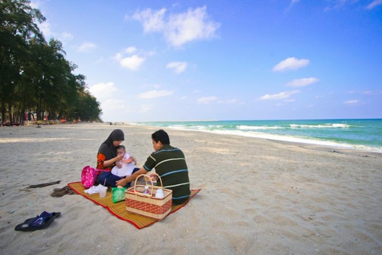 Пляж Бату Бурук в городе Куала-Теренггану
