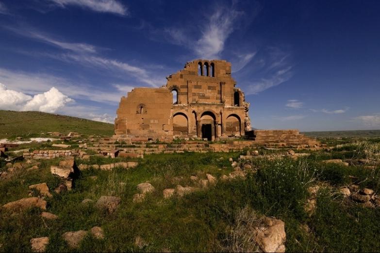 Руины храма в Нагорном Карабахе
