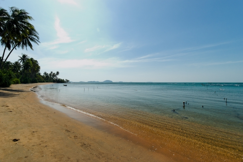 Пляж на Koh Tonsay (Rabbit Island)