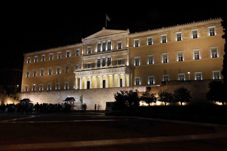 Здание парламента на площади синтагма вечером