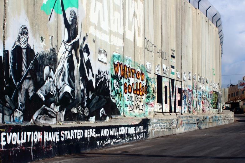 Граффити на разделительной стене