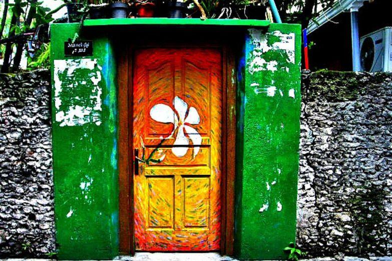 Вход во двор одного из домов Мале
