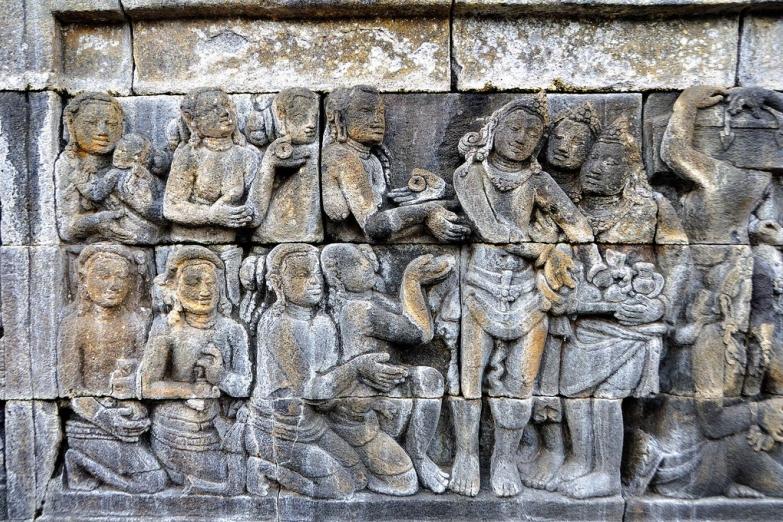 Каменные барильефа храма Боробудур на Яве
