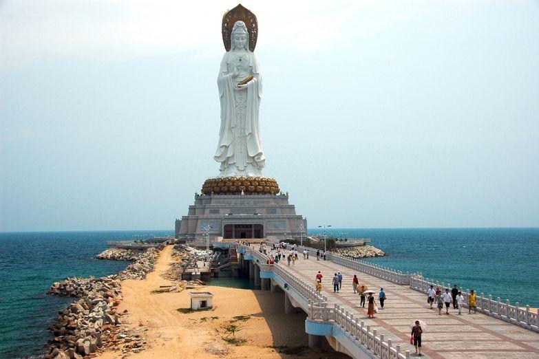 Статуя богини Гуаньинь