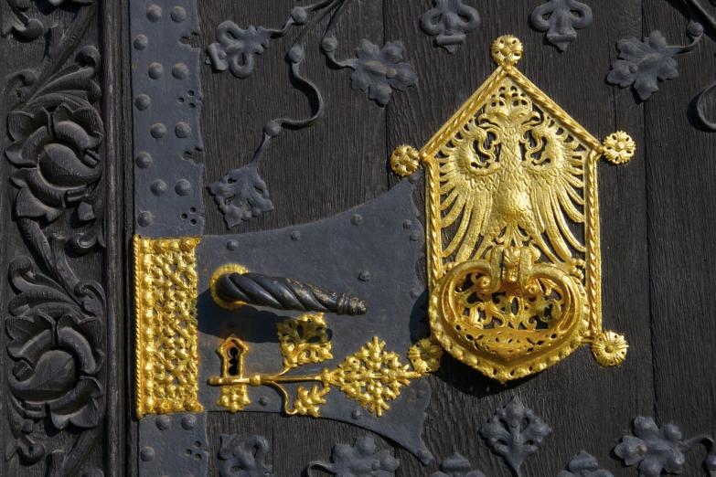 Деталь двери ратуши Франкфурта
