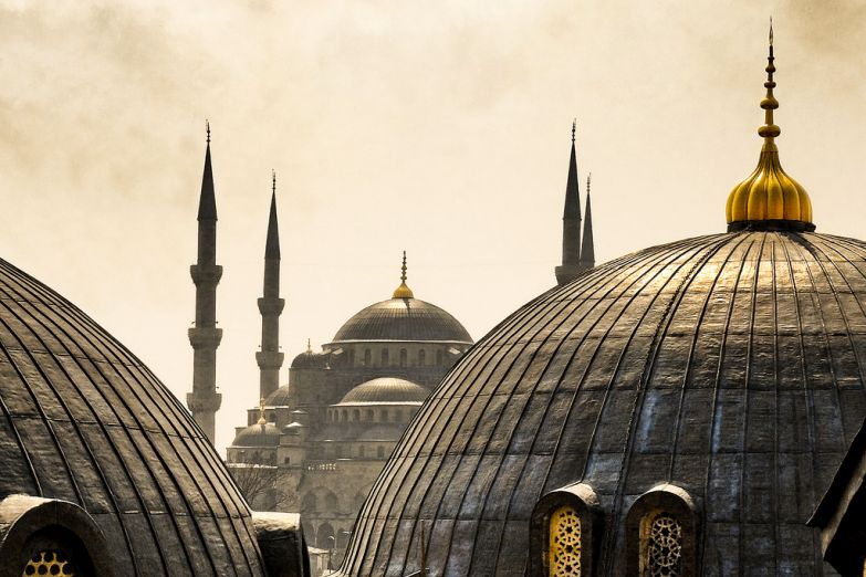 Вид на Айя-Софию с Голубой мечети в Стамбуле