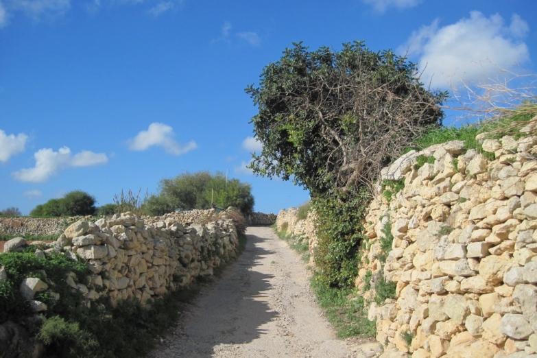 Проселочная дорога между городами Gharghur и Naxxar