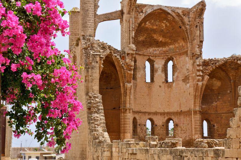 Развалины старого монастыря