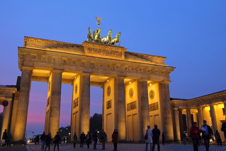 Вечернее освещение Бранденбургских ворот