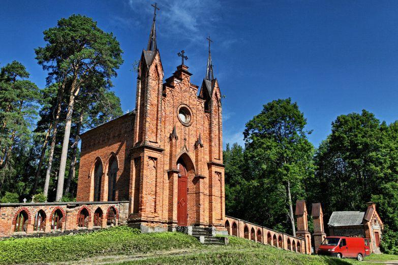 Католическая часовня в деревне Ахремовцы