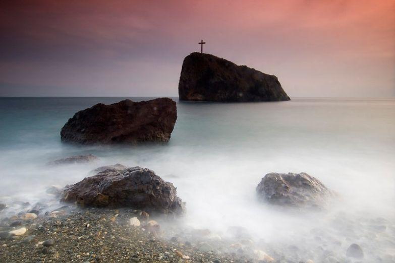 Крест на скале рядом с мысом Фиолент