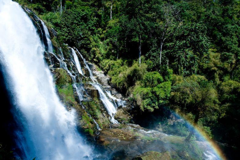 Водопад в заповеднике Дои Интханон