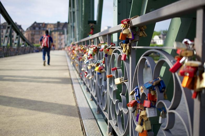 Мост Айзернер-Штег с замками любви