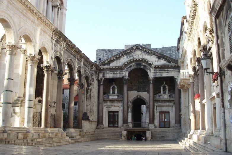 Площадь Перистиль перед дворцом Диоклетиана