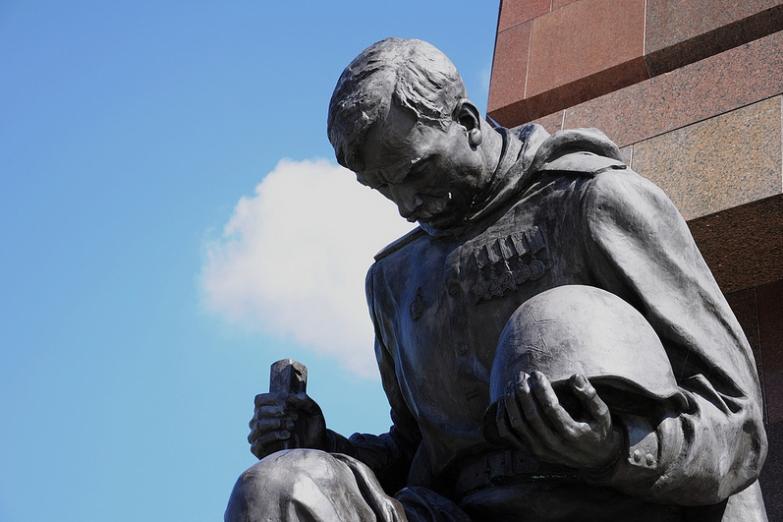 Деталь памятника Воину-освободителю