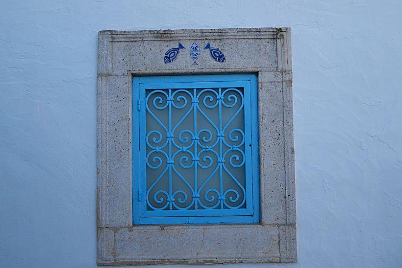 Оформление окна в Тунисе