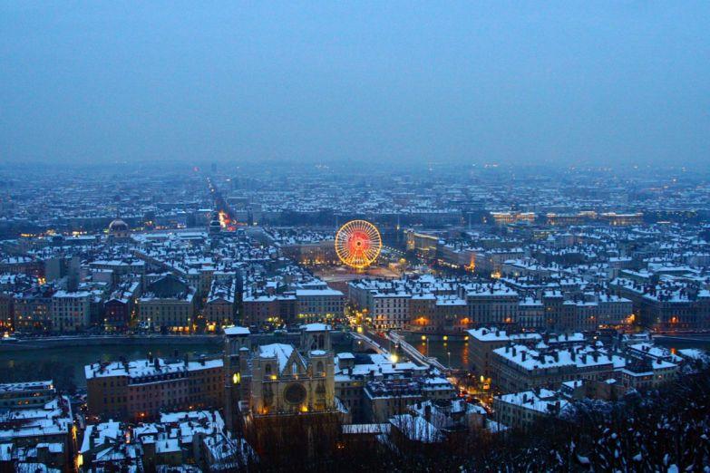 Лион зимним вечером