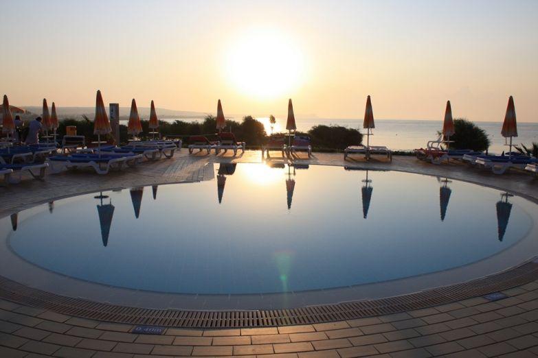 Отель на побережье