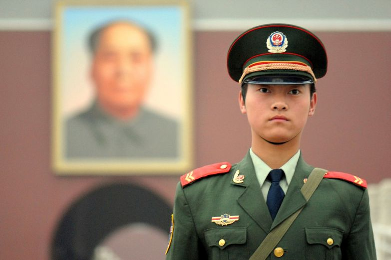 Полицейский на площади Тяньаньмэнь