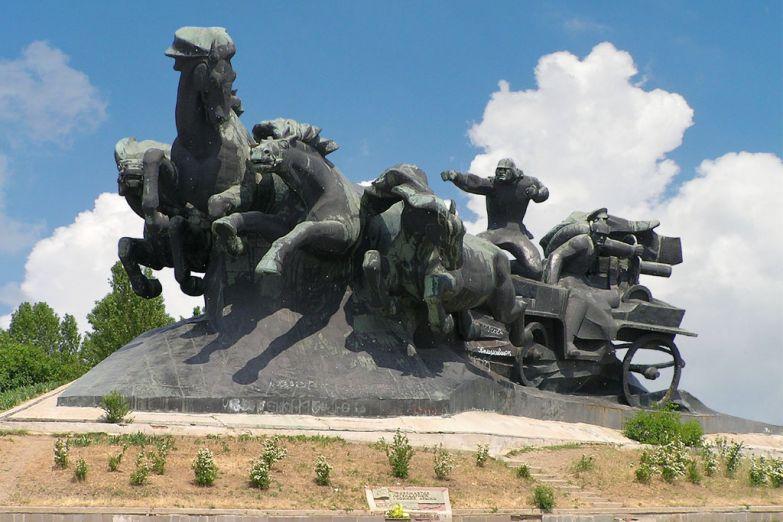 Памятник Тачанка в Ростове-на-Дону