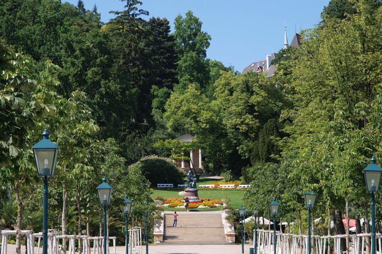 Памятник Ланнеру и Штраусу в Курпарке