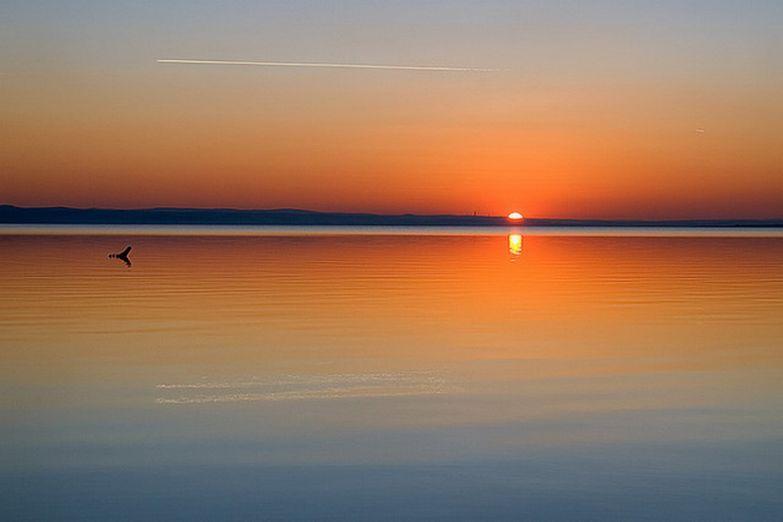 Закат на соляном озере