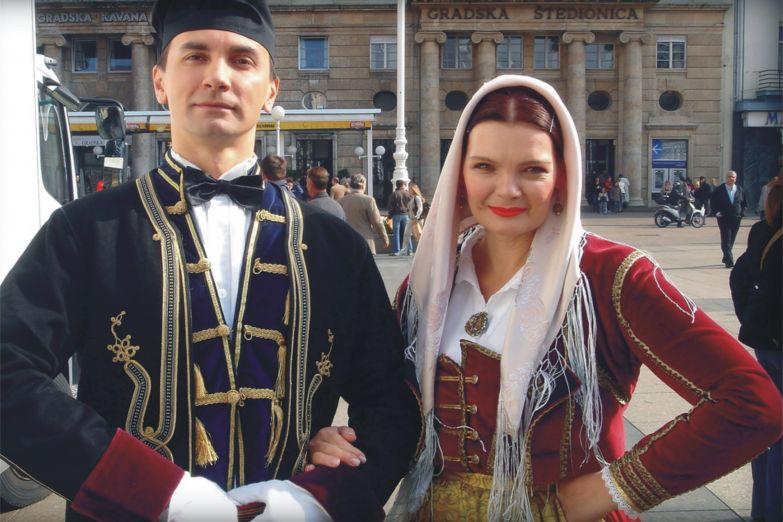 Загребцы в национальной хорватской одежде