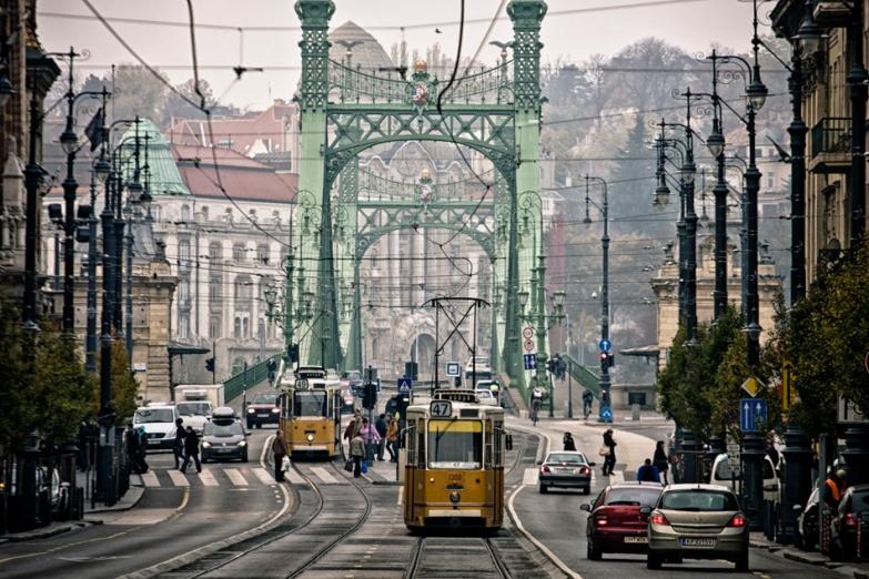 Трамвай в центре Будапешта